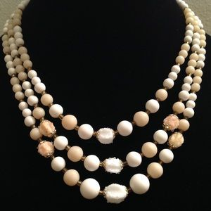 Jewelry - VINTAGE CREAM AND TAN COLORED NECKLACE